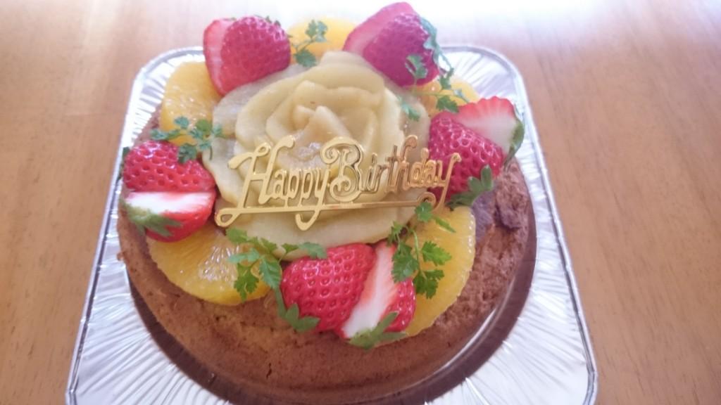 卵、乳製品不使用 お誕生日ケーキ  作りました