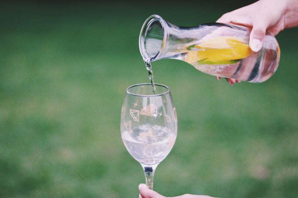 水をたくさん飲むほどデトックスするの?