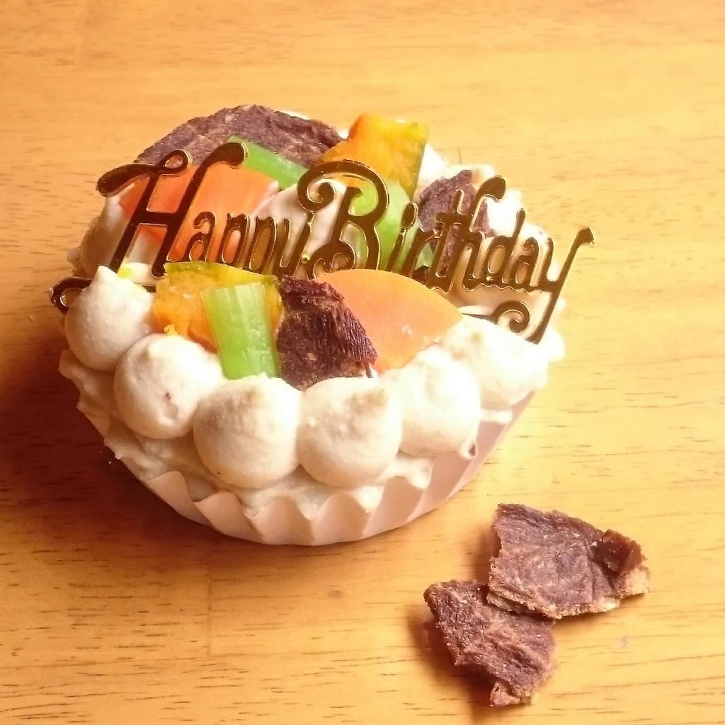 愛犬に安心な材料のお誕生日ケーキを