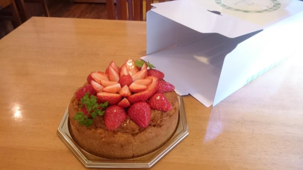 卵・乳不使用・小麦粉不使用 米粉のデコレーションケーキ