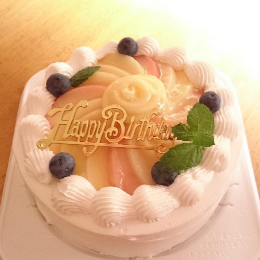 【グルテンフリー、卵・乳不使用】桃のデコレーションケーキ